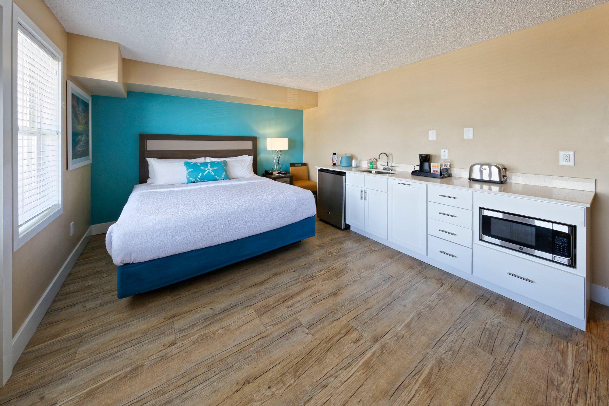 Commander Hotel Guest Room